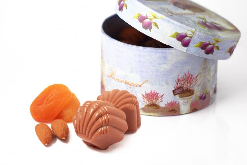 """Конфеты """"Курага с миндалем""""в молочном шоколаде 0,200 кг"""