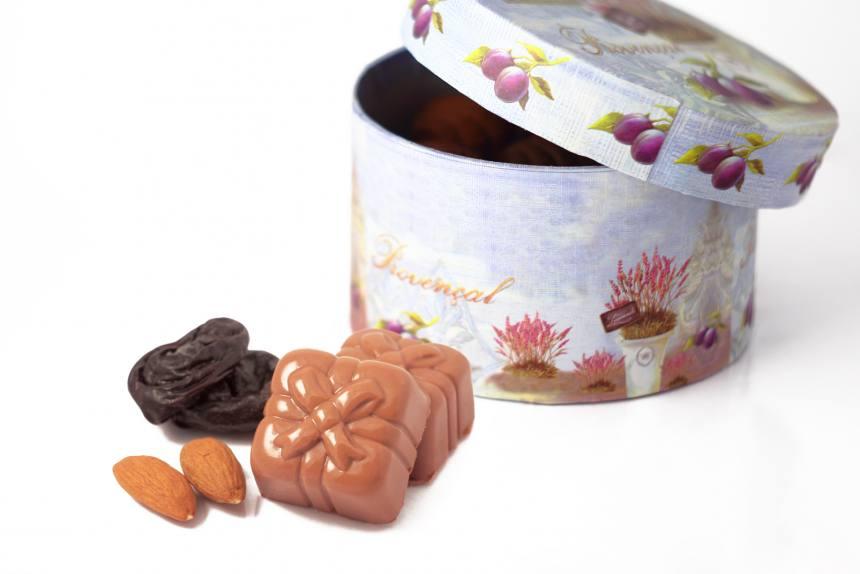 """Конфеты """"Чернослив с миндалем""""в молочном шоколаде 0,200 кг"""