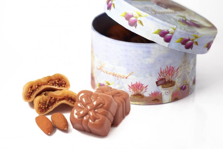 """Конфеты """"Инжир с миндалем""""в молочном шоколаде 0,200 кг"""